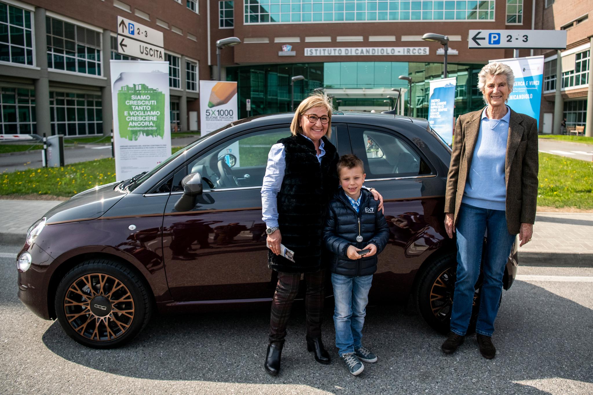 Consegnato a Candiolo il primo premio, una Fiat 500 Collezione